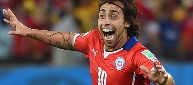 Conhecido como Mago, o jogador vestia a camisa 10 da seleção chilena.