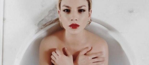 #EmmaMarrone pubblicizza il marchio 'Yves Saint Laurent'. #BlastingNews