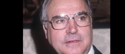 Former German Chancellor Helmut Kohl dies at 87 -YouTube/afpde