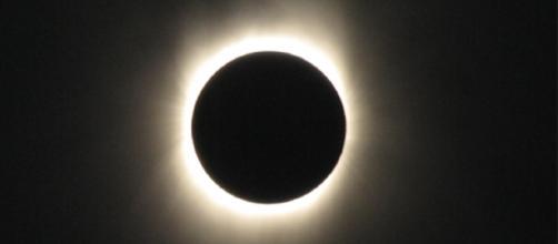 Total eclipse of the sun / Manoj.dayyala creative commons via wikimedia
