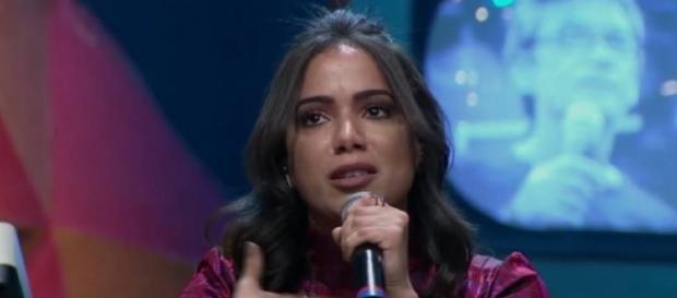 Anitta conta que ainda sofre preconceito na carreira e revela estar solteira (Foto; Divulgação/Rede Globo)