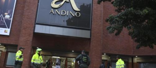 Bogotà, bomba nel bagno del centro commerciale: 3 donne morte