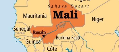 Mali, attacco in corso in resort di turisti occidentali: due vittime e numerosi ostaggi