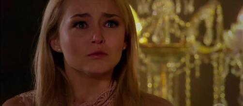 Rosário diz a Montserrat que Alessandro está vivo