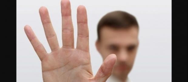 Tamanho do dedo pode ter relação com infidelidade