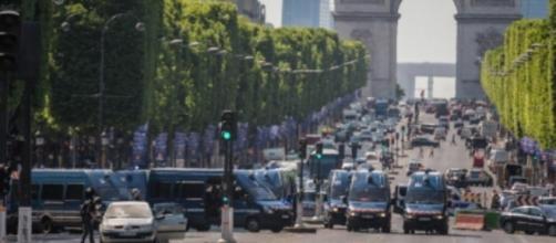 Attentato a Parigi torna la paura