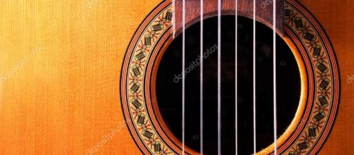 Dettaglio della chitarra spagnola — Foto Stock © carloscastilla ... - depositphotos.com
