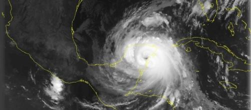 Huracán Roxana en 1988, Ciclón tropical que se origina en el mar Caribe