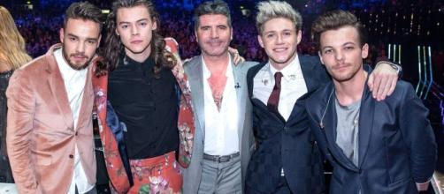 One Direction with mentor Simon Cowell / Photo via One Direction , Facebook