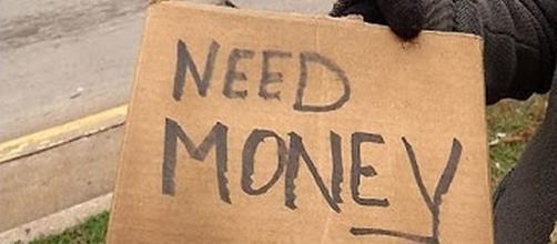 Panhandler allegedly turned down job [Image via CCX Media/YouTube screencap]