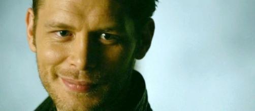 """""""The Originals"""" 4x13: Klaus sorri vendo Elijah (Foto: CW/Screencap)"""
