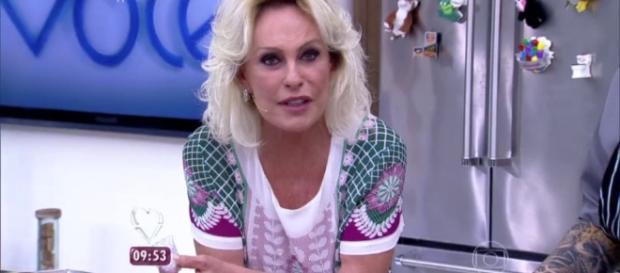 Apresentadora Ana Maria Braga passa por constrangimento ao vivo em seu programa de TV