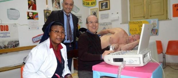 Nella foto da sinistra: Suor Angel, il cardiochiurgo Giovanni Ruvolo e i cardiologo Giovanni Marrone