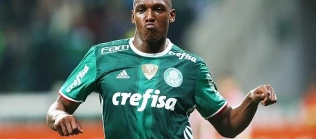 Yerry Mina comemora gol do Palmeiras