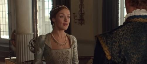 Could Elizabeth hold a 'Reign' spinoff of her own? [Image via YT screenshot]