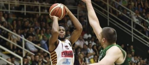 Haynes al tiro (credit www.legabasket.it)