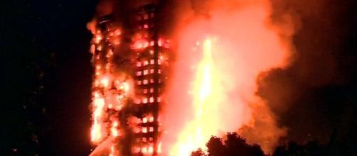 Incendio devastante questa notte a Londra