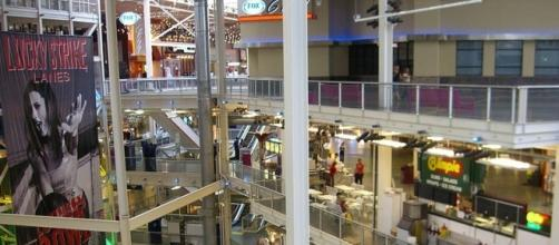 Shot of the four floors of the Palisades Center Mall, New York (wikimediacommons)
