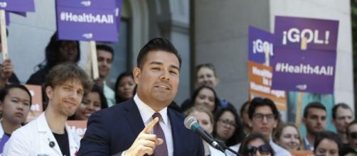 State Senator Ricardo Lara proposes single-payer for California / Photo via Rich Pedroncelli, AP