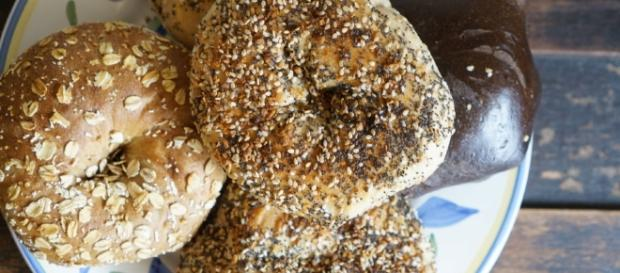 Best NYC Bagels (and the Birthday Cake Bagel to Avoid!) - souvenirfinder.com