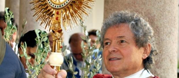 Don Adriano Gennari, sacerdote famoso per le presunte guarigioni miracolose