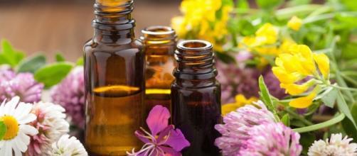 Aromaterapia: gli oli essenziali più utili in menopausa - foto: lifegate