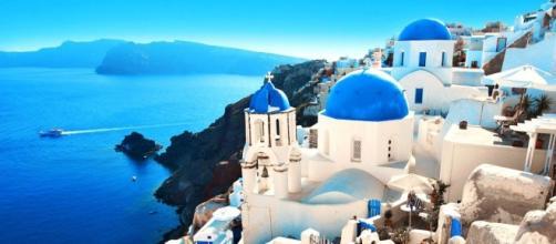 Una veduta di Santorini, una delle più belle isole della Grecia