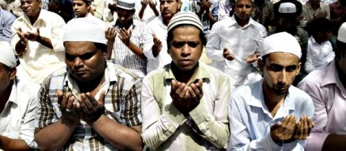 http://indiafacts.org/wp-content/uploads/2015/11/ramadan-1000x500.jpg