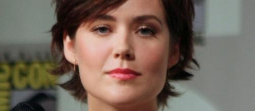 Megan Boone (Elizabeth Keen) - https://commons.wikimedia.org/wiki/File:The_Blacklist_-_Megan_Boone_(cropped).jpg