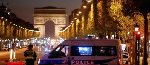 Parigi, Attentato terroristico agli Champs Elysees: 2 Morti ... - resport24.it