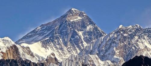 Se cumplen 25 años de la primera ascensión al Everest del Grupo ... - onemagazine.es