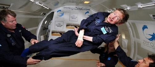 Stephen Hawking (wikimediac commons, Jim Campbell/Aero-News Network)