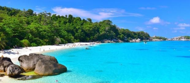 A far da sfondo al set di Temptation Island, la bellissima Sardegna