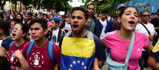 Los venezolanos han pedido la ayuda del mundo, pero las autoridades de dicho país no lo permiten