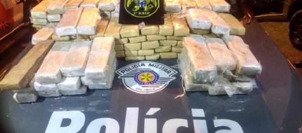 PM fez apreensão de grande quantidade de droga em São José dos Campos (foto: Divulgação / PM)