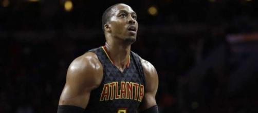 Hawks send center Dwight Howard to Hornets
