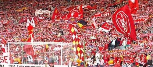 I tifosi del Liverpool ad Anfield Road, la loro 'You'll never walk alone' è il coro più bello secondo France Football