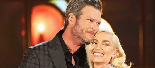 Is Gwen Stefani more like a mom to Blake Shelton than a romantic partner? (via Blasting News library)