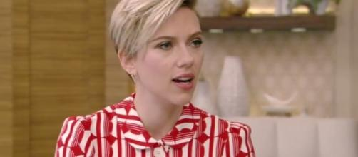 Scarlett Johansson stepped out on a date night in New York with a new man. Image via YouTube/LIVEKellyandRyan