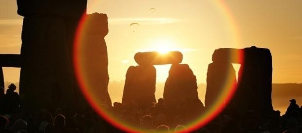 En la mayoría de las culturas tradicionales, el solsticio de verano se celebraba como el renacimiento de la vida que se imponía a la muerte