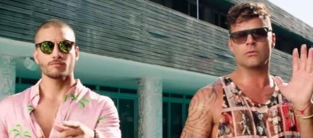"""Maluma e Ricky Martin na gravação do clip da música """"Vente Pa' Ca""""."""