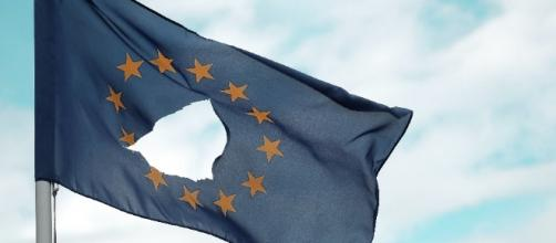 A new EU poll showed a visible divide between the general public and the elite. [Image via NPR/npr.org]