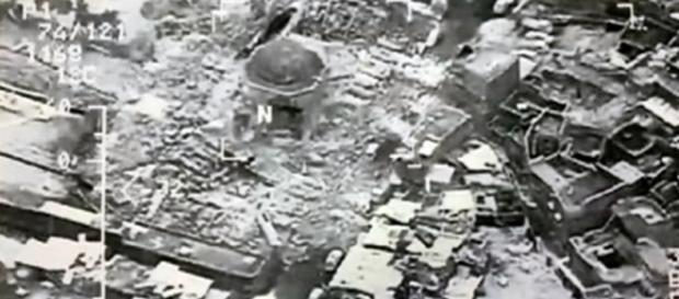 Grand al-Nuri Mosque in Iraq's Mosul 'blown up'. Image credit AlJazeera English Youtube