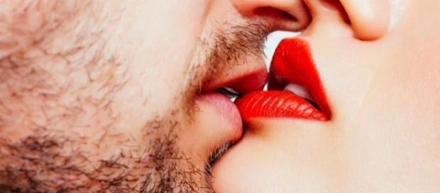 O beijo é uma das demonstrações de carinho mais intensas e íntimas que pode existir entre duas pessoas