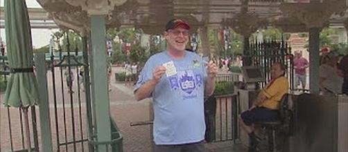 Jeff Reitz has visited Disneyland for 2,000 consecutive days [Image: Fox11/YouTube screenshot]