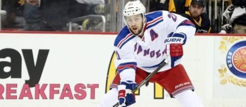 New York Rangers: Derek Stepan is Vauable Veteran Presence - bluelinestation.com