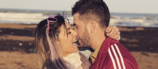 Rodrigo y Beatriz demostrando su amor en una foto