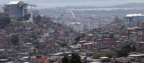 Incidente ocorreu durante troca de tiros no Complexo do Alemão, na Zona Norte do Rio (foto: Reprodução / Google)