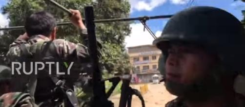 Philippines: Army patrols Marawi as battle continues against militants| Ruptly TV | Youtube