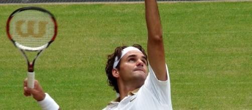 Roger Federer at Wimbledon. {image via Wikimedia/wikimedia.org)